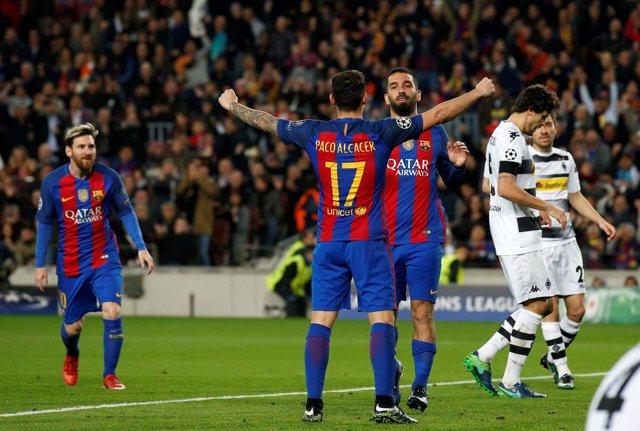 Paco Alcácer, Messi y Turan celebran un gol contra el Moenchengladbach