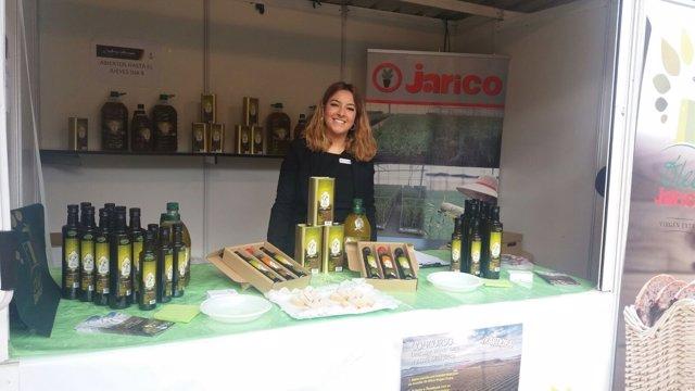 Expositor de Óleo Jarico en la Plaza Vieja.