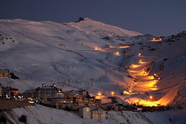 Sierra Nevada abre la temporada de esquí nocturno
