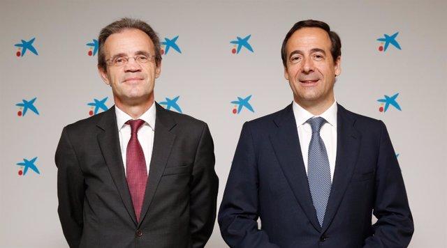El pte. De CaixaBank, Jordi Gual, y su CEO, Gonzalo Gortázar