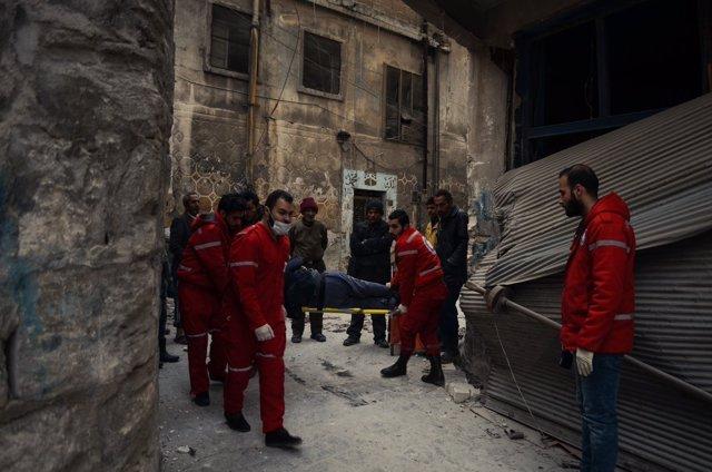 Evacuación de civiles en la Ciudad Vieja de Alepo