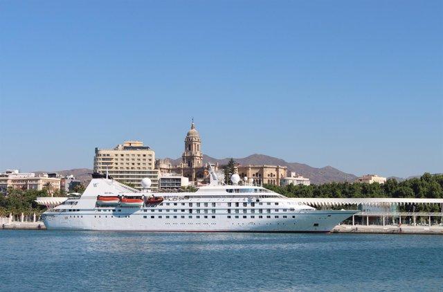 Star Legend en El Palmeral, puerto de Málaga.