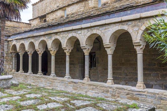 Claustro de la Catedral de Roda de Isábena (Huesca)