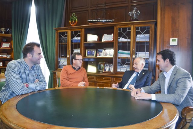 El presidente de la Diputación se reúne para un evento deportivo