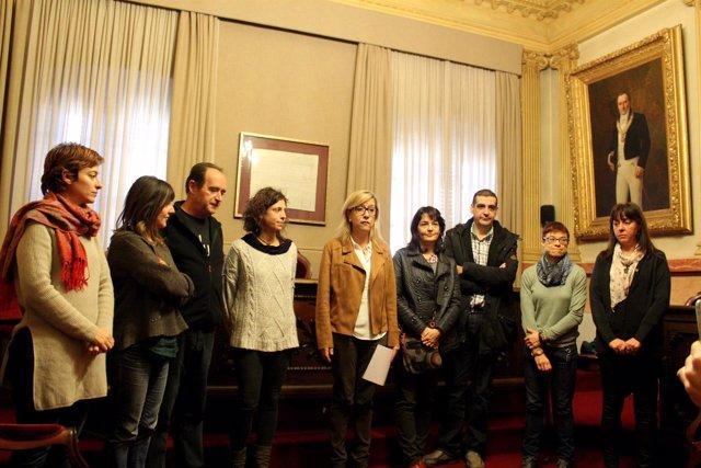 Neus Lloveras (AMI) con concejales de Vilanova i la Geltrú (Barcelona)