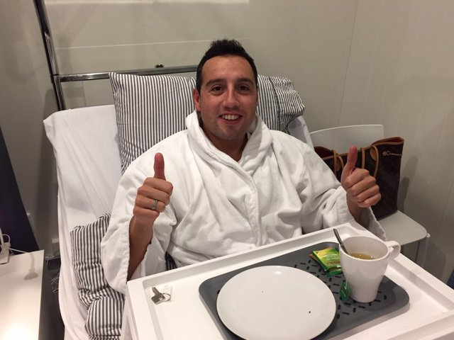 Santi Cazorla tras ser operado de su fascitis plantar