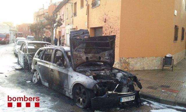 Coches quemados en Palafrugell (Girona)