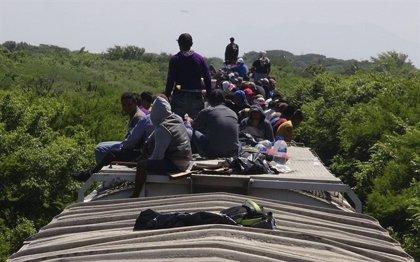 Rescatados en México 110 inmigrantes indocumentados abandonados tras un accidente