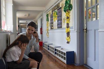 El teléfono contra el acoso escolar registra 933 denuncias en su primer mes de vida