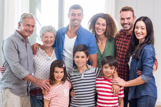 39 super cuidadores 39 y la federaci n espa ola de familias for Alojamiento familias numerosas