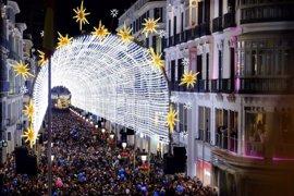 Unas 250.000 personas ven el espectáculo de luz y sonido de calle Larios en el puente