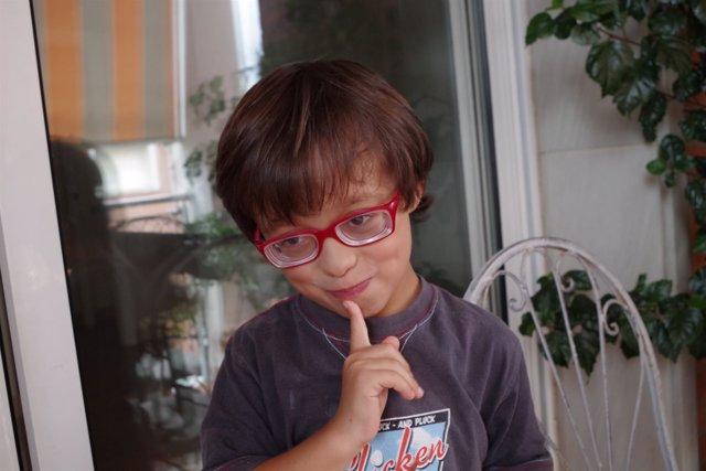 Alejandro, niño afectado por la enfermedad rara de Stickler