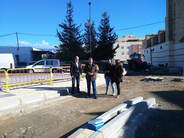 Diputados del PSOE visitan el nuevo acceso a Pechina (Almería)