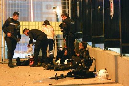 El Gobierno turco eleva a 38 los muertos por el doble atentado de Estambul