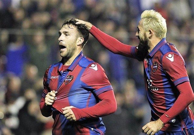 El Levante celebra la victoria y el liderato en Segunda División
