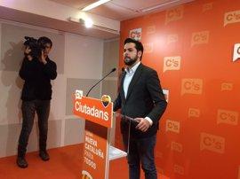 C's pide no confiar el futuro a la CUP y que Puigdemont rechace la reunión del referéndum