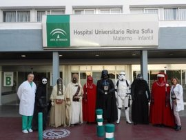 La Legión 501 de 'Star Wars' visita a niños hospitalizados en el Reina Sofía de Córdoba