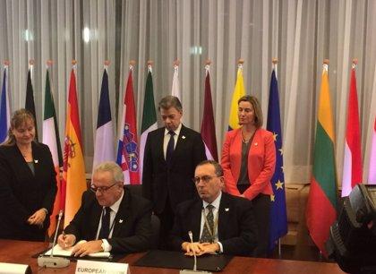 La UE firma en presencia de Santos el fondo para apoyar el acuerdo de paz