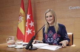 """Cifuentes ve """"absurdo"""" que PSOE presente una ley contra los delitos de odio """"similar"""" a la suya y le pide colaboración"""
