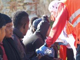 Once inmigrantes llegan a Ceuta en una embarcación