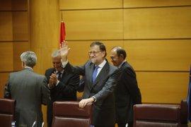 """Rajoy recomienda a Puigdemont que """"huya de los extremistas"""" de la CUP y acepte su oferta de diálogo"""