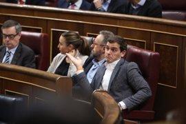 """Rivera denuncia una """"pinza"""" de PP y ERC para no condenar el rescate de las autopistas"""