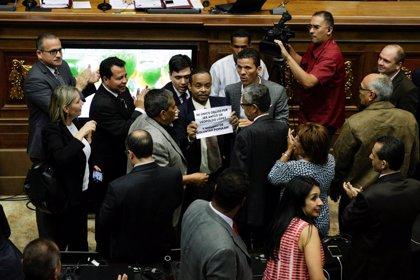 Venezuela.- Uno de los presos políticos liberados este martes en Venezuela toma posesión como diputado