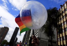 El Senado de Colombia aprueba que se vote sobre prohibir adopciones entre homosexuales