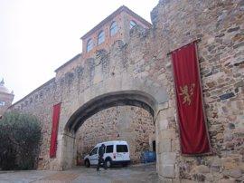 La lluvia no impide el rodaje de Juego de Tronos en Cáceres con un casco histórico blindado y cerrado al público
