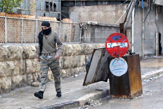 Rebelde en el este de Alepo