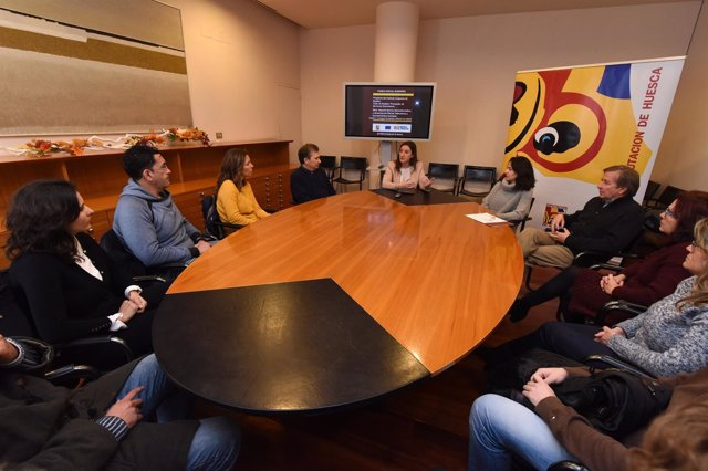 María Rodrigo con los participantes del nuevo taller de empleo