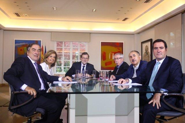 Rajoy se reúne en Moncloa con los agentes sociales