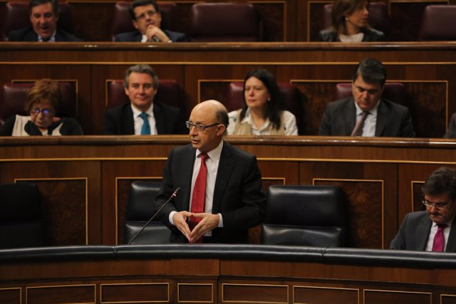 Cristóbal Montoro en la sesión de control al Gobierno en el Congreso