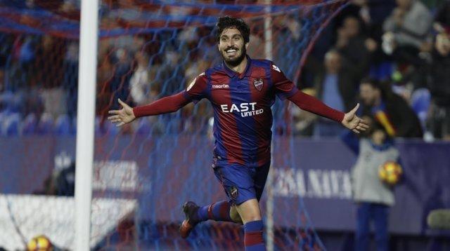 José Campaña celebra un gol con el Levante ante el Rayo Vallecano