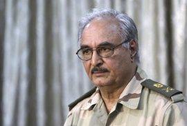 Haftar pide a sus oficiales y soldados que se preparen para una ofensiva contra Trípoli