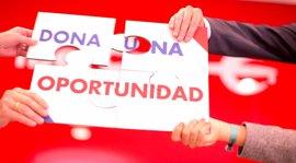 Los empleados de Ibercaja crean una cadena solidaria con 'Sumando empleo' de Cáritas
