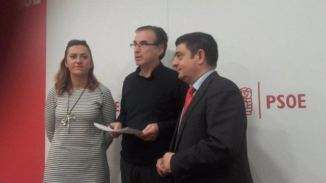 Francisco Reyes (dcha), en Zamora, con Antonio Plaza y Virginia Barcones..
