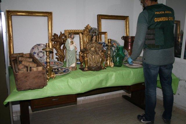Antigüedades recuperadas por la Guardia Civil en Sevilla