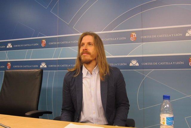 Pablo Fernández antes de la rueda de prensa