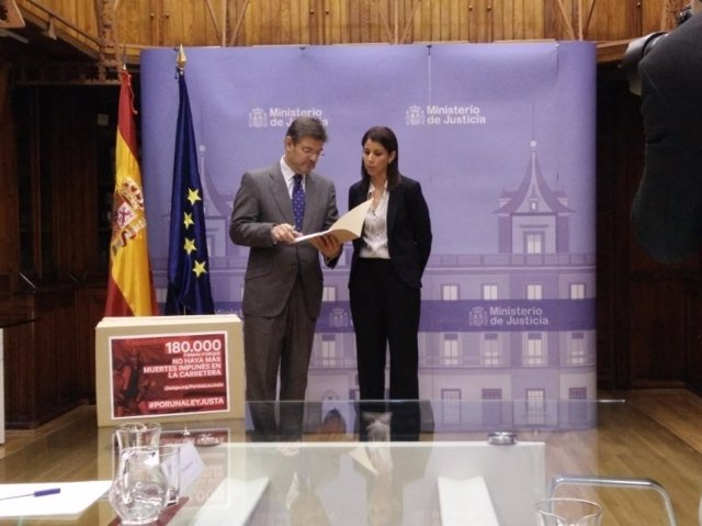 El ministro de Justicia, Rafael Catalá recibe a Anna González