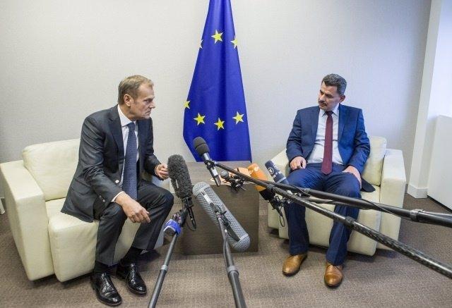 Donald Tusk y el alcalde de Alepo este Brita Hagi Hasan