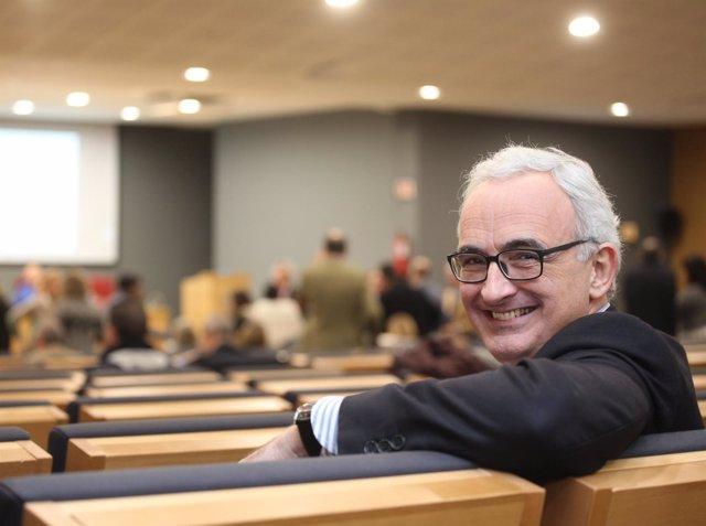 El candidado a Defensor Universitario de la US, Álvarez-Ossorio