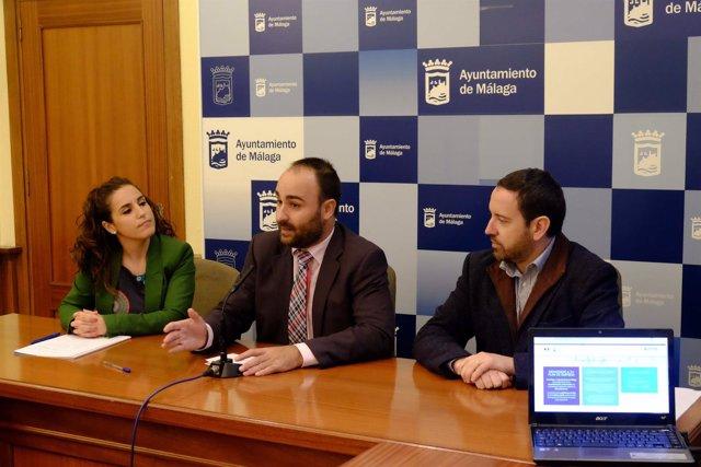 El concejal Mario Cortés en la presentación de las herramientas.