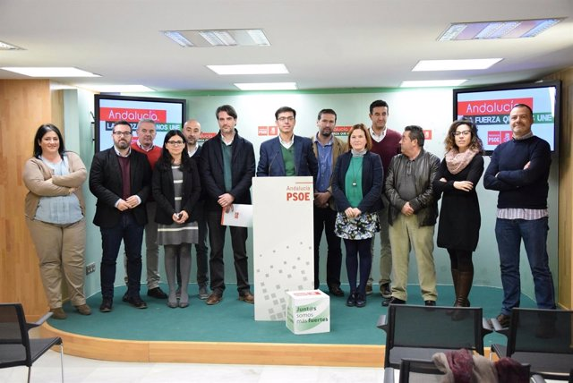 Fernández con alcaldes comarca Antequera Iznájar trasvase alcaldes PSOE