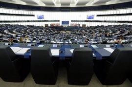 El PE aprueba reintroducir visados de forma urgente si hay aumento sustancial de inmigración o riesgo a seguridad