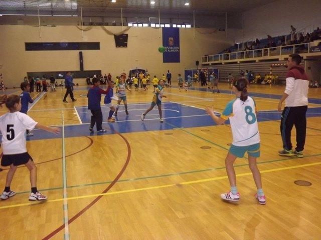 El Pabellón Moisés Ruiz se llenará de jóvenes jugadores de balonmano.