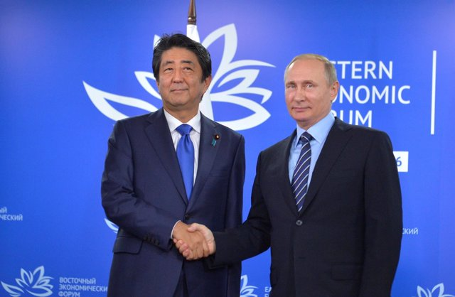 Vladimir Putin con Shinzo Abe