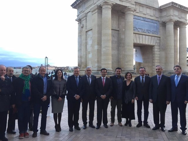 Francisco Cuenca, en el centro, en la apertura de la Bienal de Patrimonio