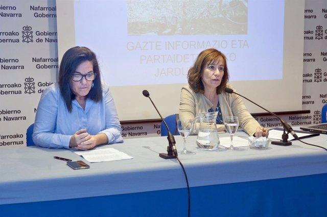 La consejera Ana Herrera, junto a la subdirectora de Juventud, Adela González
