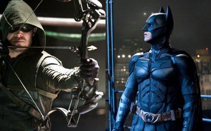 Stephen Amell compara la 5ª temporada de Arrow con Batman Begins